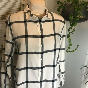 H&M White and Blue Plaid Botton Down Long Sleeve
